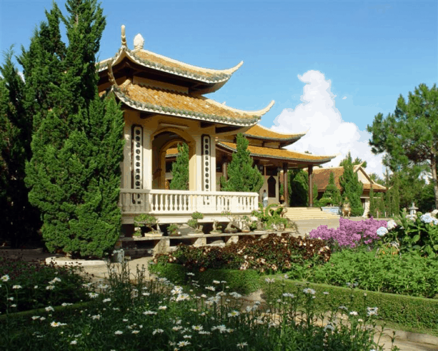 Ngàn hoa khoe sắc Thiền Viện Trúc Lâm Đà Lạt