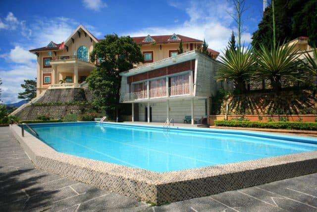 Bể bơi ở biệt điện Trần Lệ Xuân