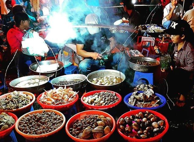 Những gánh hàng trăm loài ốc tại chợ đêm Đà Lạt