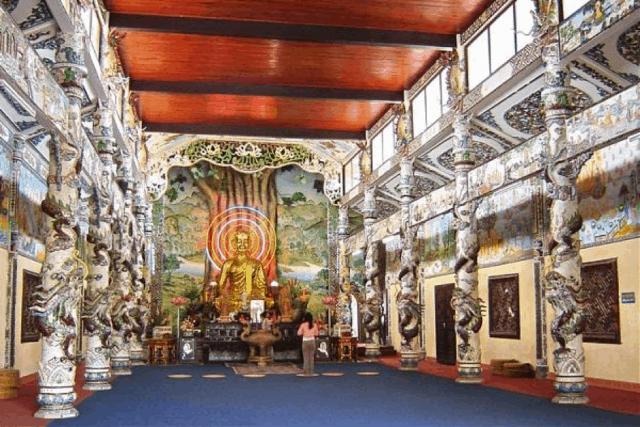 Chính điện chùa Linh Phước