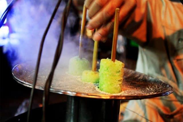 Bánh ống bảy màu tại chợ đêm Đà Lạt