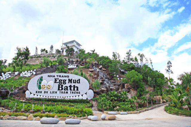 Khu du lịch Trăm Trứng với cổng chào ấn tượng (Ảnh: Sưu tầm)
