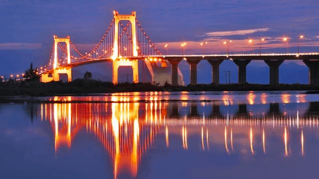 Du thuyền sông Hàn đưa khách du lịch ngắm những cây cầu 02