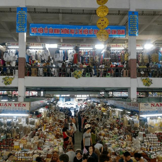 Chợ Hàn luôn tấp nập