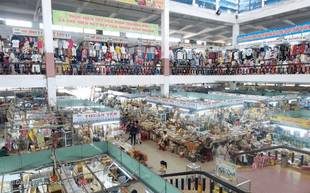 Chợ Hàn với đa dạng các loại mặt hàng cho du khách mua sắm
