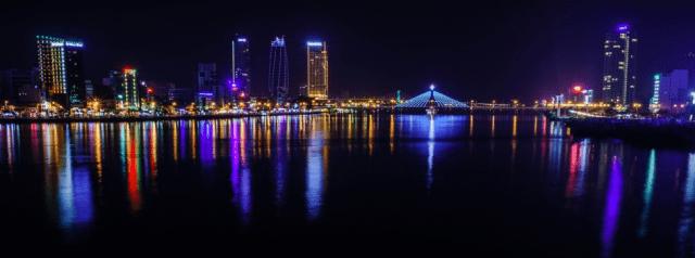 Ngắm nhìn Đà Nẵng lung linh rực rỡ về đêm trên du thuyền sông Hàn 01