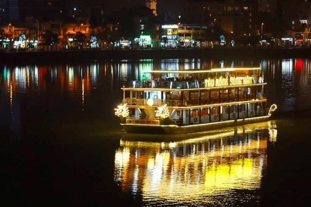 Ngắm cảnh Đà Nằng đi du thuyền sông Hàn