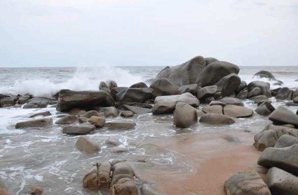 Những bãi đá độc đáo ở biển Phước Hải (ảnh sưu tầm)