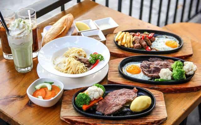 Bò né Beefsteak và mì ý ở quán Vĩnh Tường