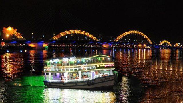 Vẻ đẹp lung linh trên sông Hàn về đêm