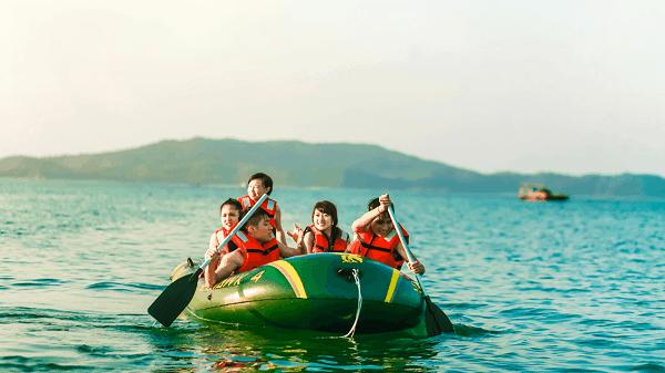 Chèo thuyền du lịch trên biển bãi dài Nha Trang