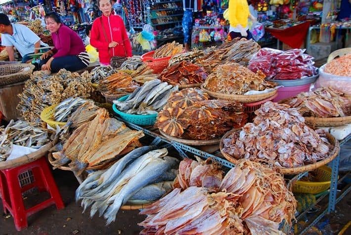 Đồ khô bày bán tại chợ Đầm nha trang