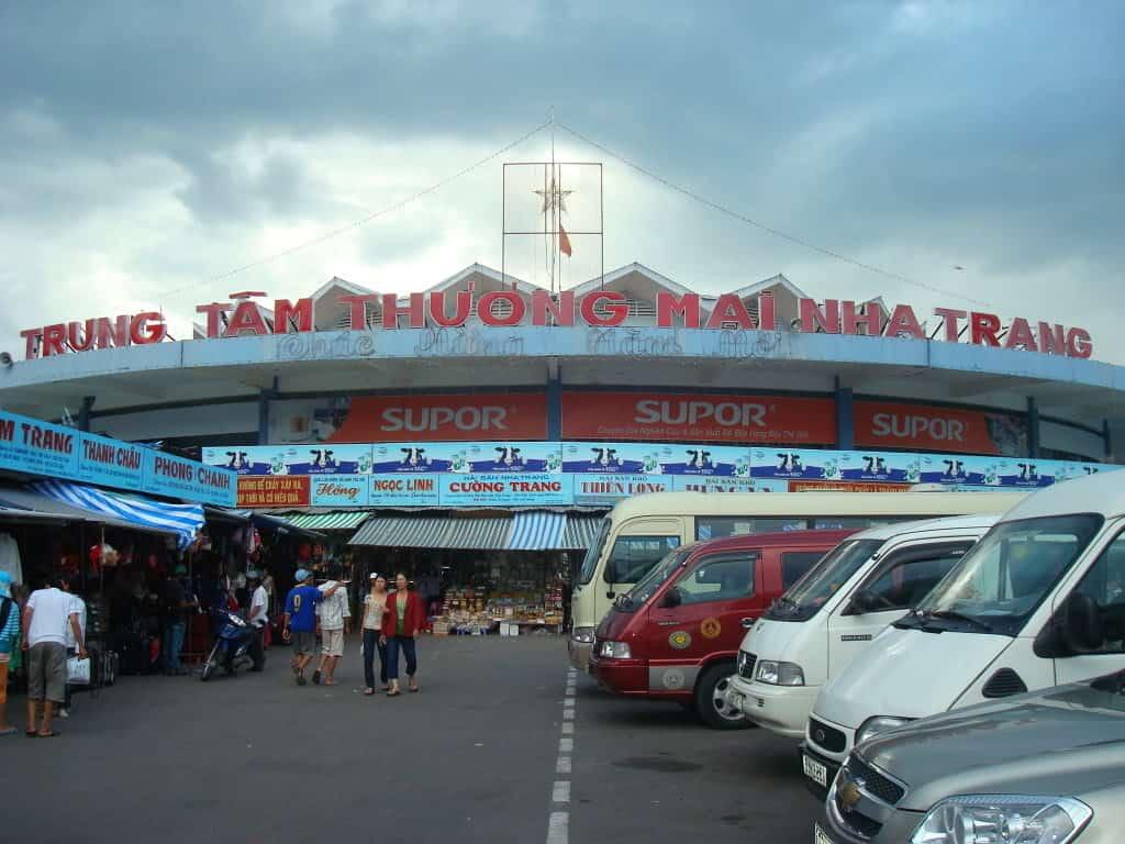 Chợ Đầm Nha Trang luôn thu hút đông đảo khách du lịch (Ảnh sưu tầm)