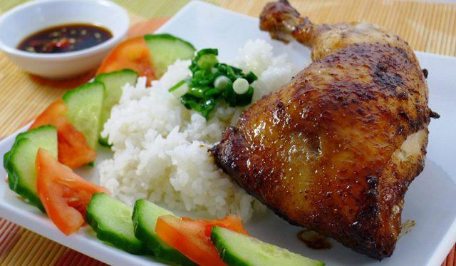 Cơm gà món ăn không thể thiếu trong chuyến đi Đà Nẵng của bạn (Ảnh ST)