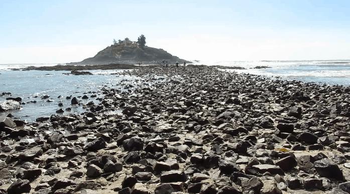 Đường đi bộ trên biển