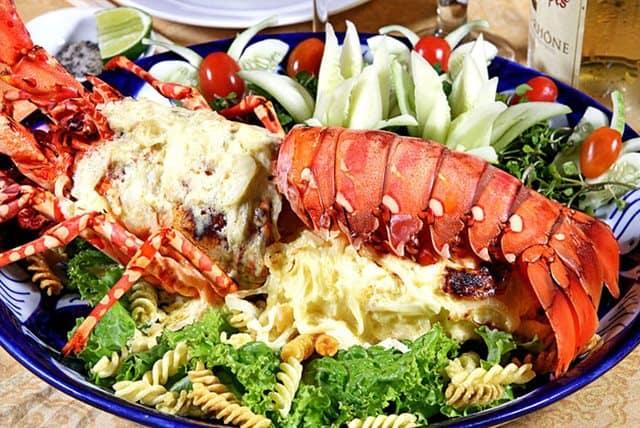 Hải sản bờ kè một trong những quán hải sản ngon, hấp dẫn