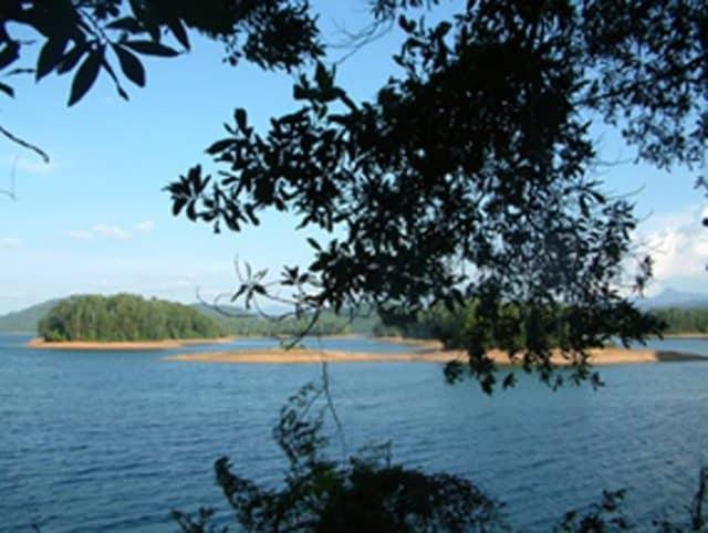bãi cát trên hồ Phú Ninh