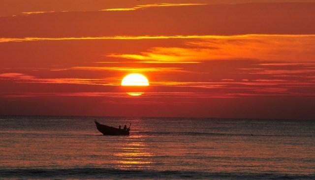 Hoàng hôn trên bãi biển Xuân Thiều