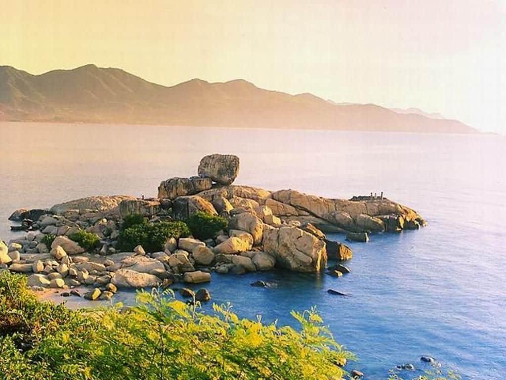 Du lịch khám phá đảo Hòn Chồng