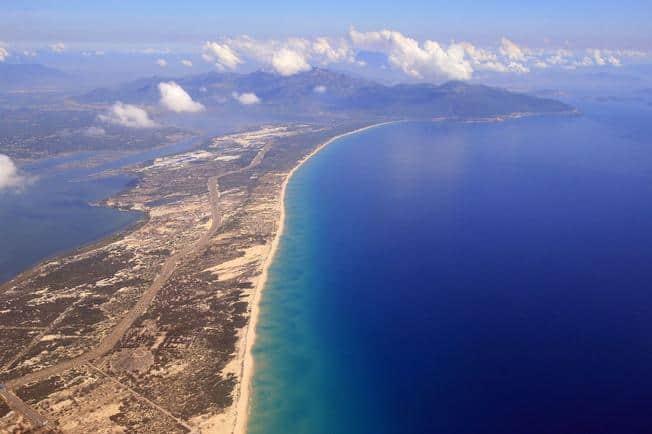 Vẻ đẹp của vịnh Vân Phong từ trên cao (Ảnh: ST)