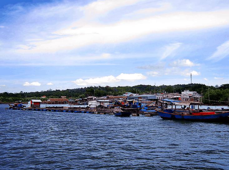 Làng bè nuôi thủy sản ở Long Sơn (Ảnh sưu tầm)