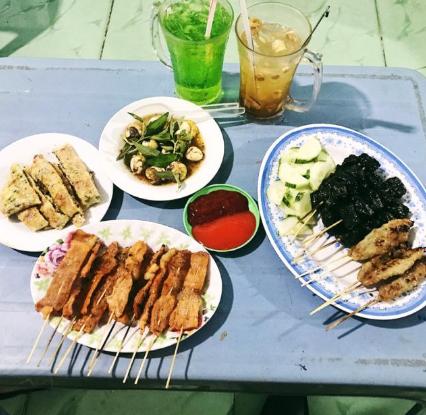 Nem Lụi và chè sen hẻm ăn vặt Nguyễn Tri Phương