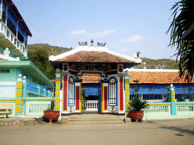 Nhà Lớn Long Sơn - đền Ông Trần (Ảnh sưu tầm)