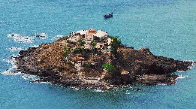 Vẻ đẹp hoang sơ và thơ mộng của đảo Hòn Bà