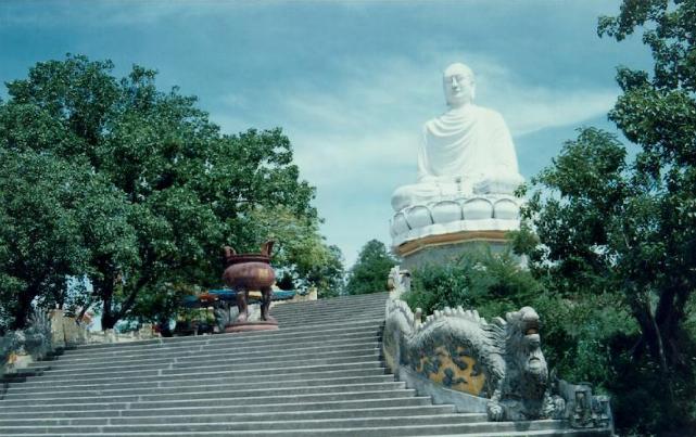 Tượng Thích Ca Phật Đài