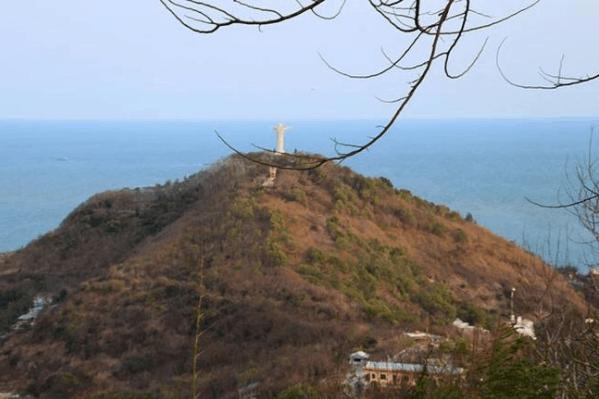 Đứng trên ngọn hải đăng có thể trông thấy Tượng Chúa GiêSu KiTô
