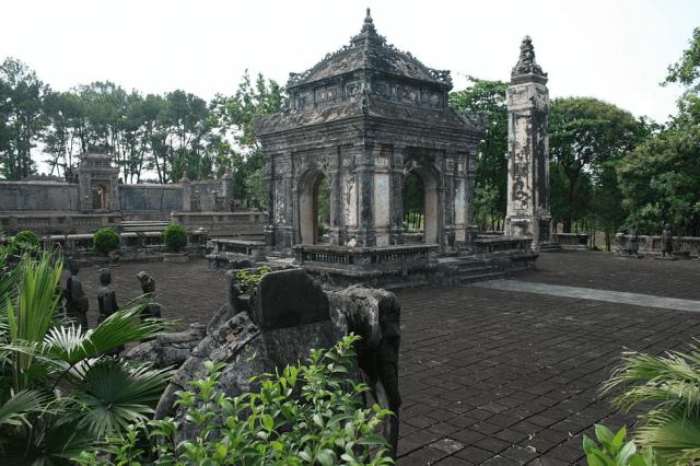 Lăng Đồng Khánh - là một trong 7 lăng tẩm Huế