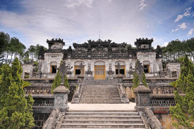 Lăng Khải Định - nét đẹp giao thoa giữa hai nền kiến trúc
