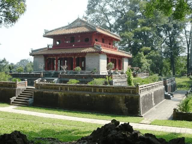 Lăng Thiệu Trị - là một trong 7 khu lăng tẩm Huế