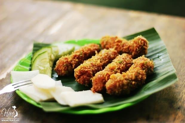 Quán ăn vặt ở Huế - nem chua rán Khang
