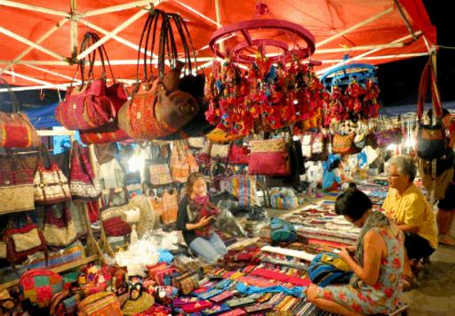 Chợ Bến Tre bày bán rất nhiều mặt hàng khác nhau