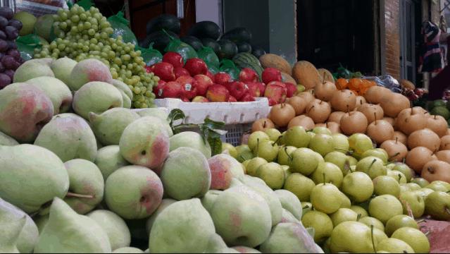 Tại chợ Bến Tre có bán rất nhiều hoa quả tươi