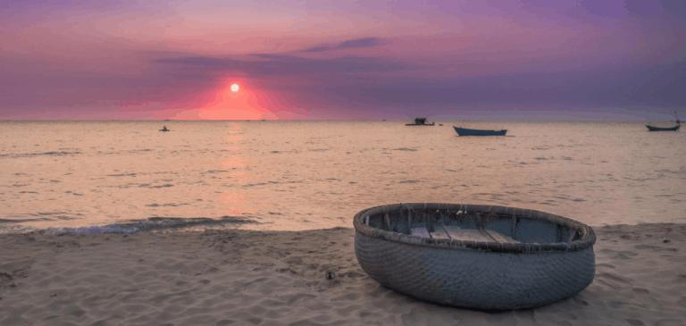 Cảnh hoàng hôn lãng mạng trên bãi biển Phú Quốc