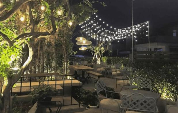 Khung cảnh lung linh ánh đèn tại Oz Coffee House 2