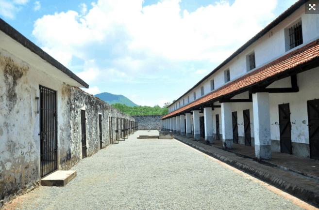 Khung cảnh nhà tù Phú Quốc