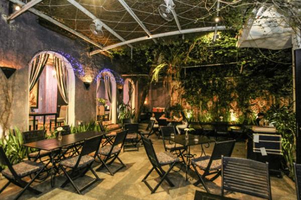 Một góc nhỏ yên tĩnh tại quán cafe sân vườn Pergola