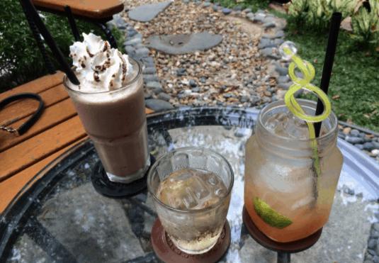 Quán có khá nhiều đồ uống ngon cho bạn lựa chọn