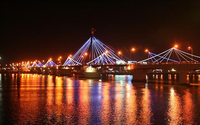 Cầu sông Hàn Đà Nẵng mang vẻ đẹp lung linh