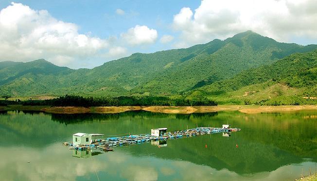 Hồ Hòa Trung một trong những cảnh đẹp ở Đà Nẵng