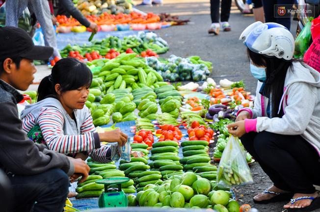Người mua và người bán đều là những lao động nghèo