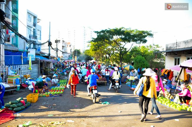 Khu chợ luôn nhộn nhịp vào mỗi buổi chiều