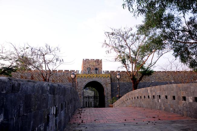 Cổng vào của Lâu đài Long Island (ảnh sưu tầm)