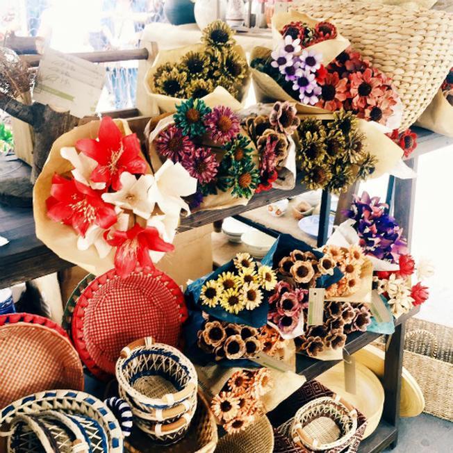 Ngoài các mặt hàng quần áo độc lạ, không đụng hàng, tại Saigon Flea Market còn có bán những món đồ trang trí mang tính thẩm mỹ cao. Ảnh: SFM