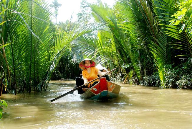 Du thuyền trên sông Trẹm