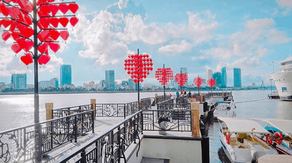 Cảnh đẹp Đà Nẵng: cầu tình yêu