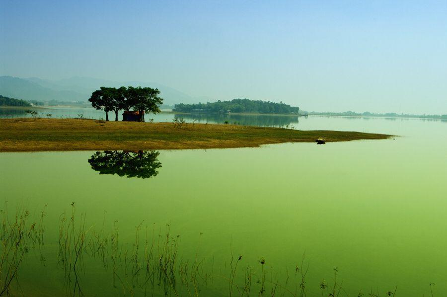 Hồ Đại lại bình yên đến diệu kỳ.
